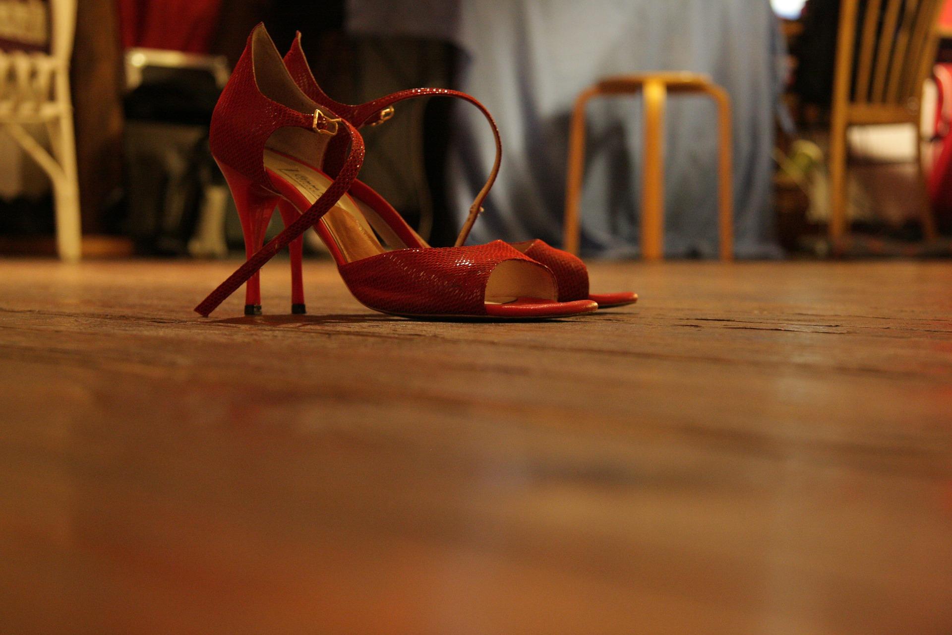 high-heeled-shoes-285661_1920